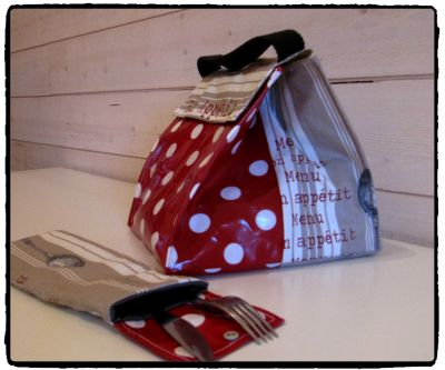 LUNCH BOX ROUGE POIS 2