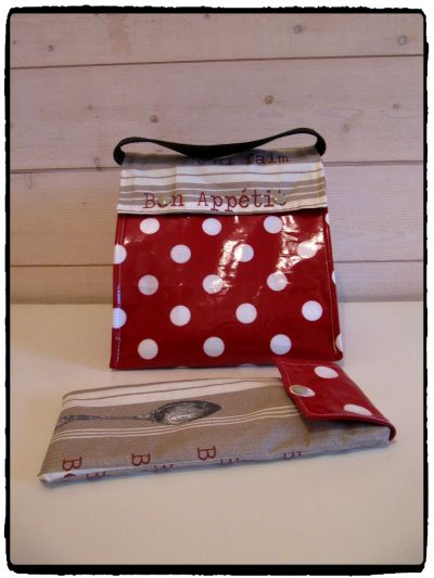 LUNCH BOX ROUGE POIS 1